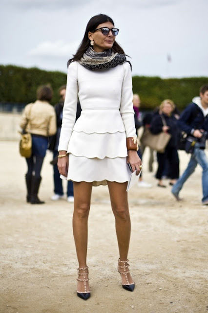 1_Giovanna_Battaglia_Valentino_Rockstud_kitten_heel_Dress_Like_Your_Muse