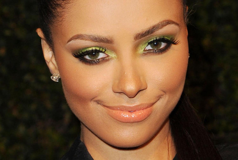 Макияж для каре-зеленых глаз брюнеткам